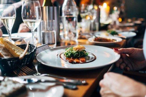 Comer poco alarga la vida: qué evidencia científica existe sobre este descubrimiento