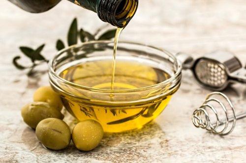 La polémica sobre si freír con aceite de orujo es saludable: lo que sabemos del estudio que lo relaciona con una mejor calidad nutricional de los alimentos
