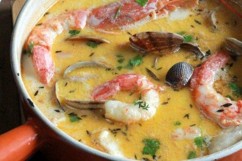 Chowder de bacalao y frutos del mar, la receta irlandesa de cuchara que te va a conquistar
