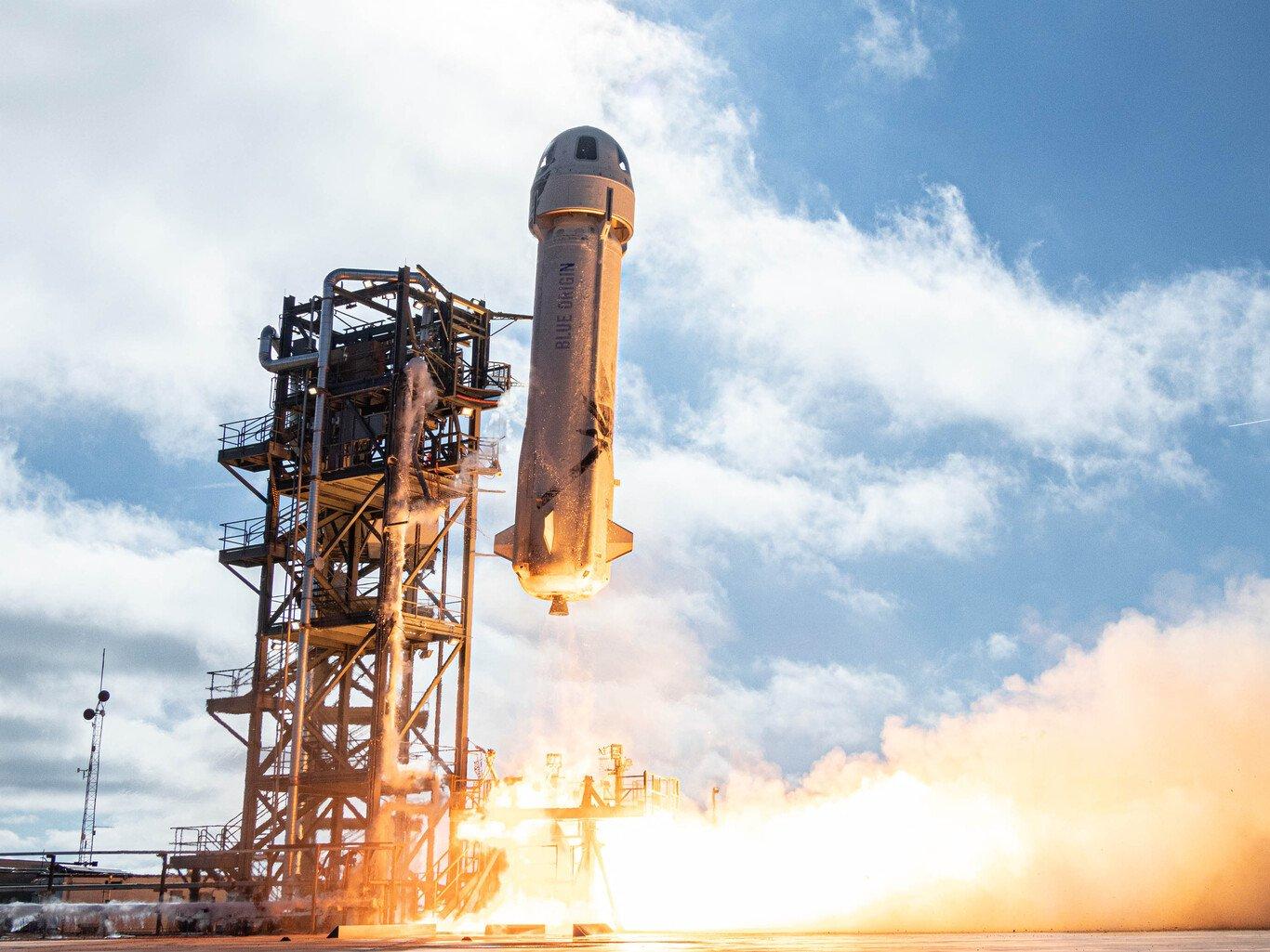 El viaje al espacio de Jeff Bezos inaugura una nueva era del turismo espacial - cover