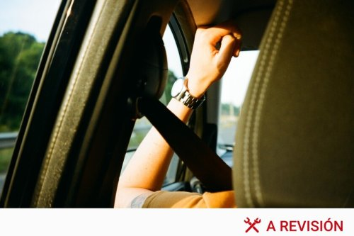 Cuándo no es obligatorio el cinturón de seguridad, la nueva multa de la DGT por no usarlo y por qué debes ponértelo