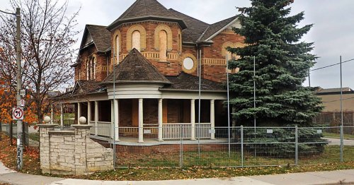 This beautiful Toronto house was built 21 years ago and no one has ever lived in it