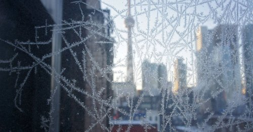 Toronto temperature plummets as weather goes haywire across continent
