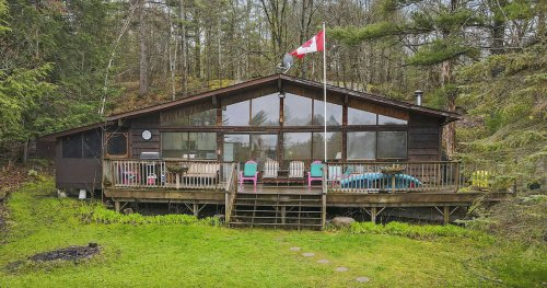This big lake house two hours north of Toronto is selling for less than $500K