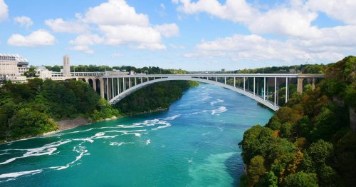 Toronto woman fined $6,250 when she tried to get back into Canada at Niagara Falls