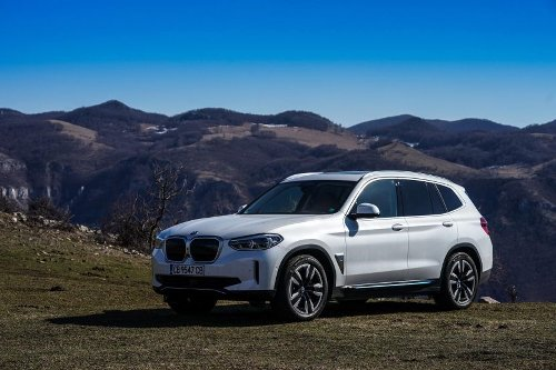 SPIED: BMW iX3 Will Get Updated Along with the BMW X3 LCI
