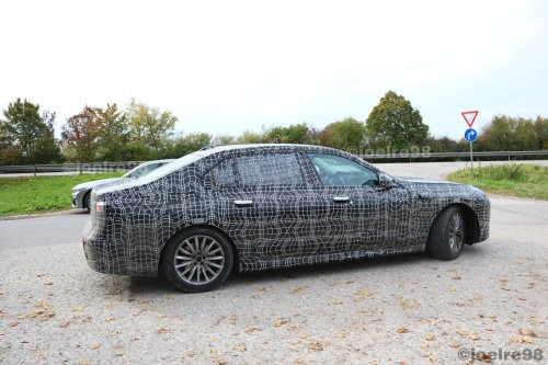 Video: Upcoming 7 Series seen testing with peculiar license plate position