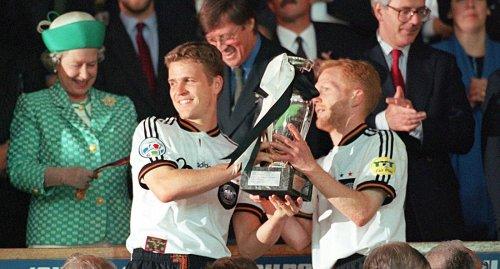 Wembley-Helden von 1996 feiern mit Edelfan Becker und Löw