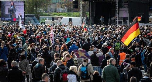 """""""Querdenker""""-Massenprotest in Stuttgart: Rechtsgutachten bestätigt Vorgehen am Karsamstag"""