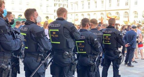 Karlsruhe: Großes Polizeiaufgebot bei AfD-Veranstaltung und Gegendemo