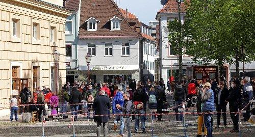 Astrazeneca ohne Anmeldung: Riesenandrang bei Impfaktion in der Karlsburg in Karlsruhe-Durlach
