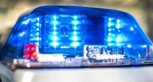 Radfahrerin nach Kollision mit Auto in Karlsruhe lebensgefährlich verletzt