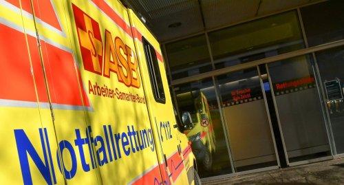 Autofahrer überschlägt sich auf Autobahn bei Niefern-Öschelbronn und wird schwer verletzt