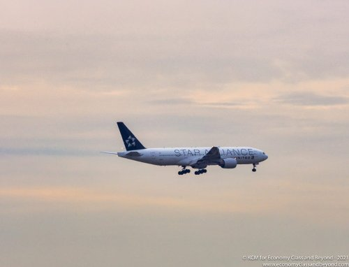 """Airplane Art - United Airlines Boeing 777 """"Star Alliance"""" Logojet approaching Chicago O'Hare - Economy Class & Beyond"""
