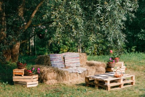 8 Ways to Use Straw Bales for Festive and Functional Outdoor Decor