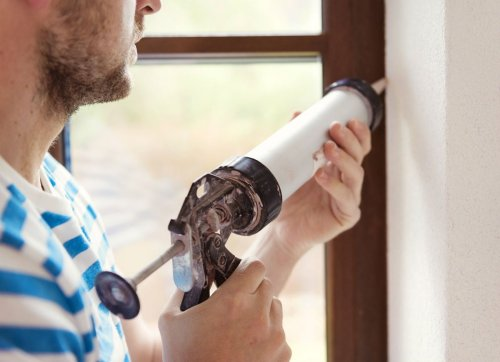 The Dos and Don'ts of Caulking Windows