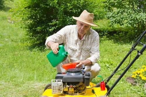 The Best Oils for Lawn Mower Maintenance