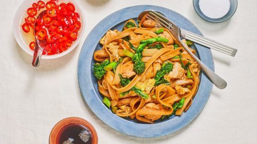 Pad See Ew (Thai Stir-Fried Rice Noodles with Chicken)