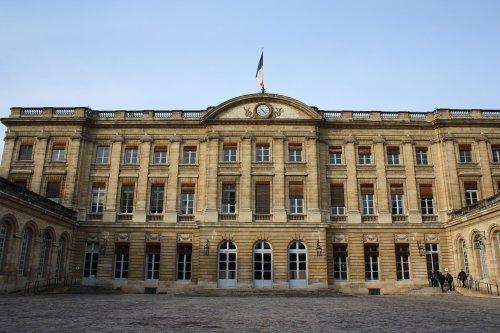 Mairie de Bordeaux : Pierre Hurmic face à la réalité …