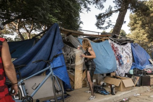 LA City Council approves an ordinance that bans unhoused people from camping on sidewalks and near schools and public property