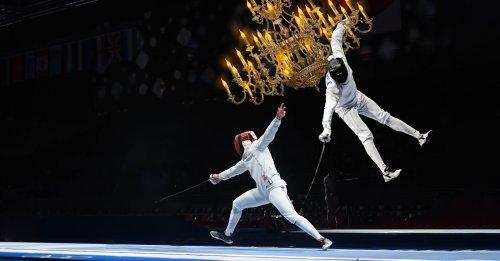 Olympia: Fechter schwingt sich an Kronleuchter über Gegner hinweg und überrumpelt ihn von hinten