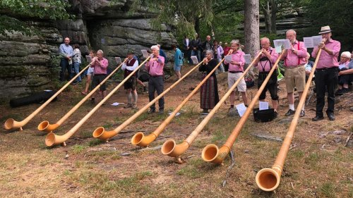 Berggottesdienst: Alphornbläser auf dem Großen Waldstein
