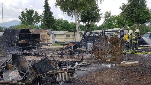 Landkreis Traunstein: Großeinsatz bei Feuer auf Campingplatz