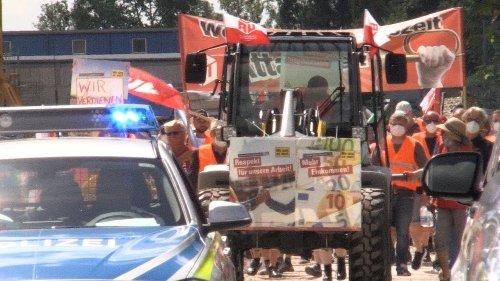 Geld für Fahrt zur Baustelle: Arbeiter demonstrieren in Coburg