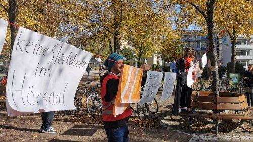 Studenten sauer: Dreckige Wäsche vor der Uni Erlangen