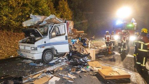 Schwerer Unfall auf A70 bei Knetzgau: Lkw prallt auf Wohnmobil