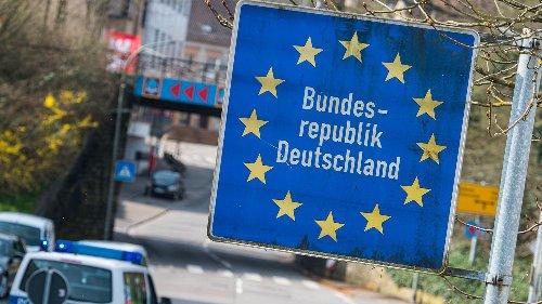 Polizei greift illegal eingereiste Migranten in Bayern auf