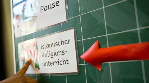 Lehrplan vom Staat: Diskussion um Islam-Unterricht