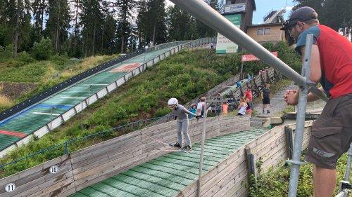 """Skispringen ist wie fliegen"": Sommertraining am Ochsenkopf"
