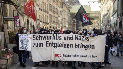 Schweizer protestieren gegen Corona-Politik - Gegendemo in Bern