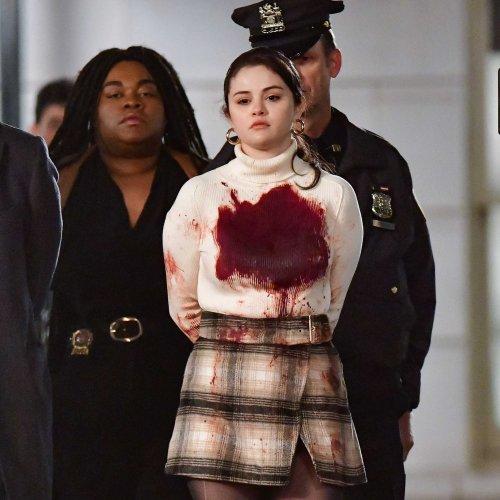 Selena Gomez: Blutverschmiert in Handschellen abgeführt 😱 | BRAVO