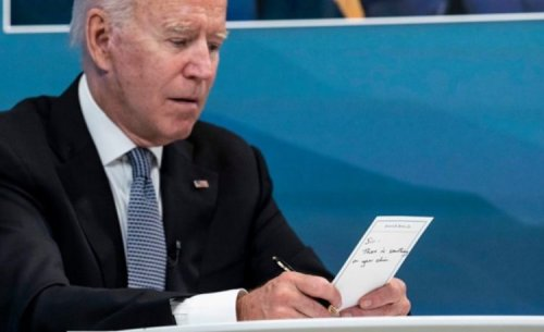 The media told about Biden's embarrassment at the meeting