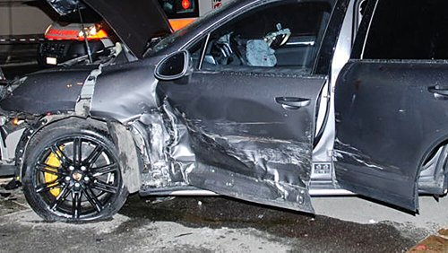 Ubriaco fradicio, si schianta con la Porsche contro un'Audi A6: auto distrutta