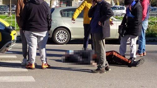 Travolto da un'auto sulle strisce pedonali, paura davanti al supermercato