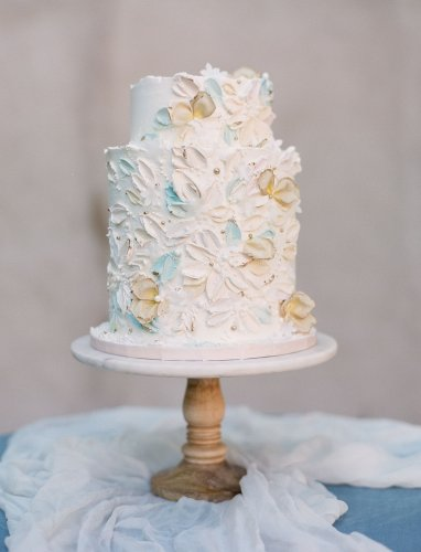 17 Buttercream-Painted Wedding Cakes Made With Palette-Knife Artistry