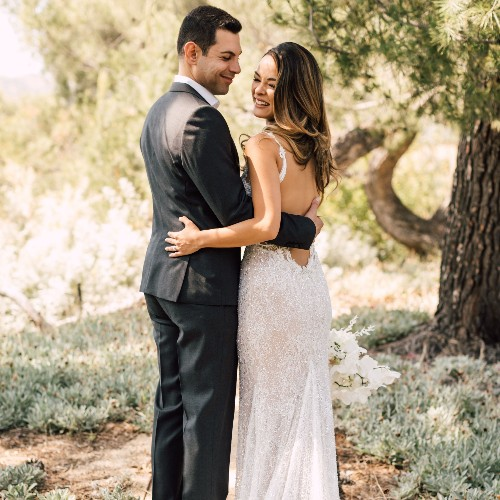 24 Alluring Backless Wedding Dresses for the Bold-Inclined