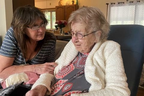 Homebound seniors in Michigan facing obstacles to COVID vaccines | Bridge Michigan