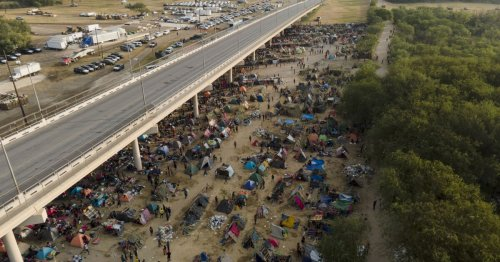 Haitian migrants pour out of U.S. into Mexico to avoid being sent back home