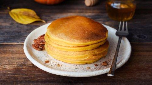 Diese fluffigen Kürbis-Pancakes versüßen deinen Morgen