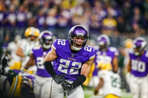 Thielen, Smith haven't been vaccinated; Zimmer says they'll have a 'harder time'