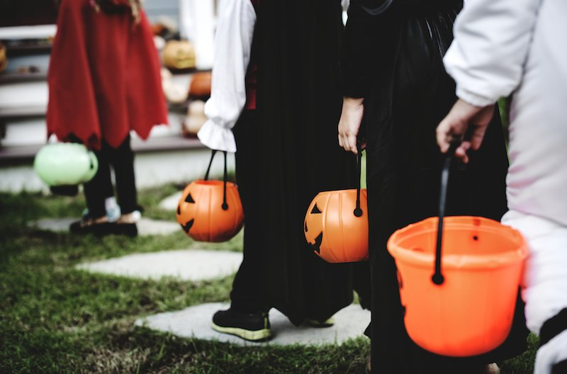 This Dad Designed An Ingenious Way To Hand Out Halloween Candy Without Breaking Social Distancing Rules - BroBible