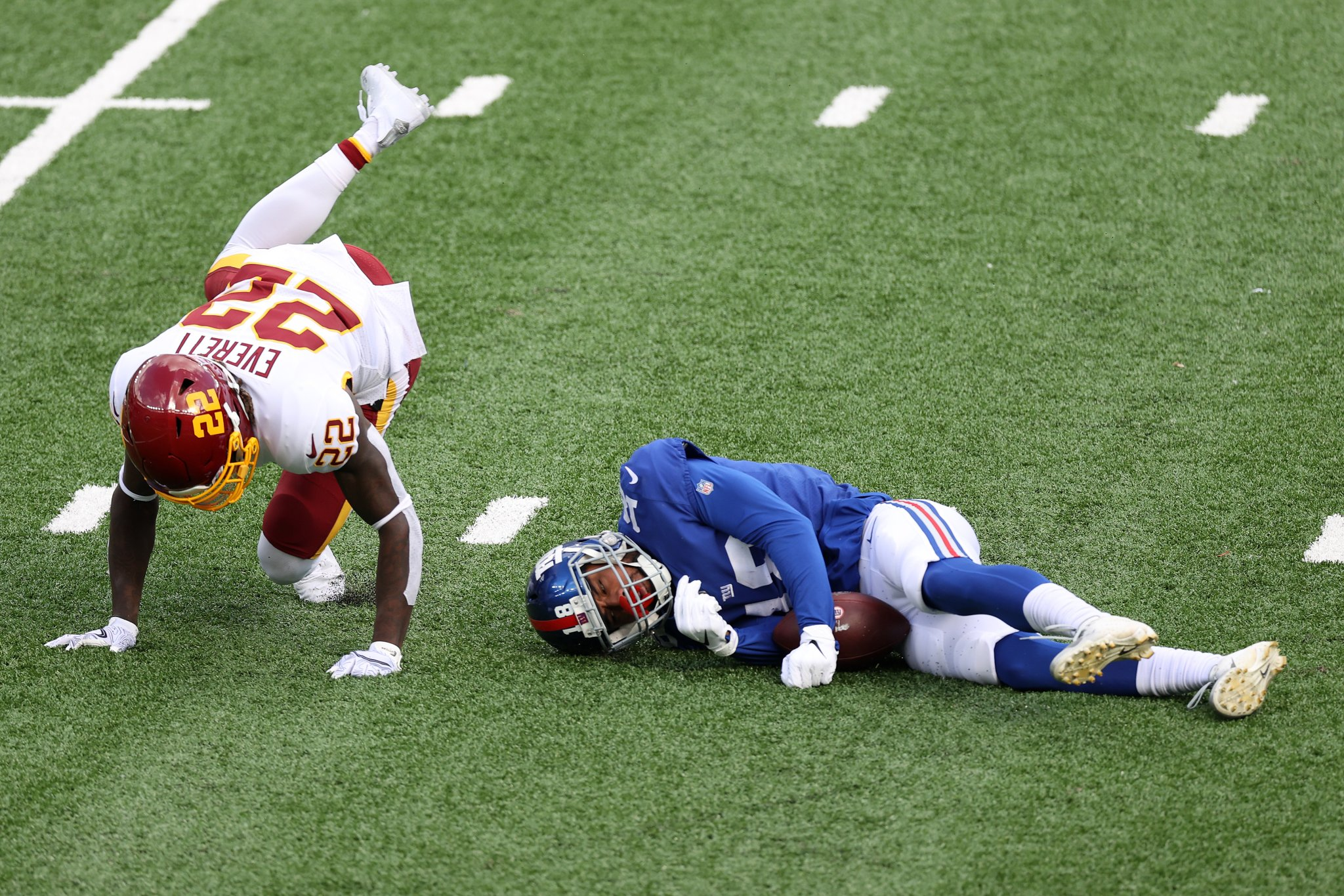 Giants WR C.J. Board Carted Off The Field After Appearing To Get Knocked Out Cold Following Scary Hit - BroBible