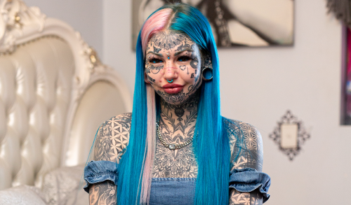 Woman With 98% Of Her Body Tattooed Covers Them With Makeup, Looks Like A Different Person