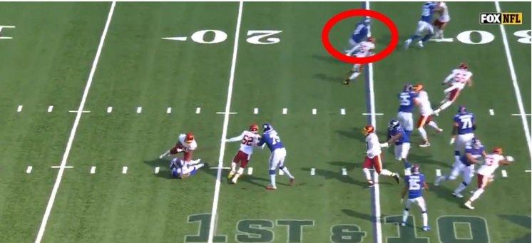 Giants QB Daniel Jones Fooled The FOX Cameraman With Incredible Fake During 49-Yard Run - BroBible