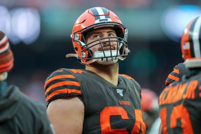 Browns Center JC Tretter Says NFL Is Trying To Publicly Shame Unvaccinated Players With Wristband Policy