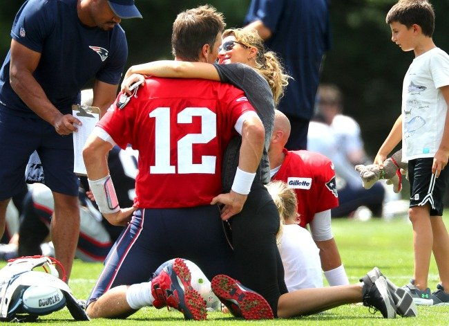 Tom Brady's wife Gisele reportedly went off on Patriots owner about Belichick